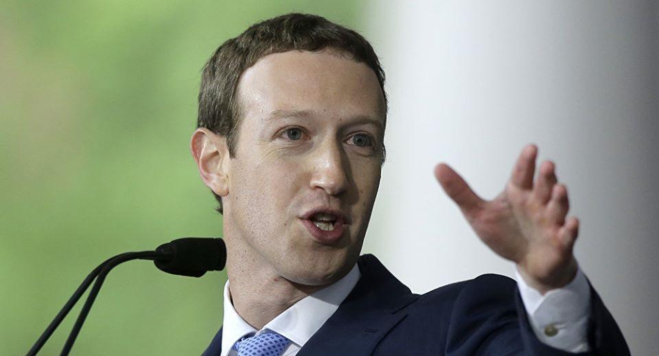 """مارك زوكربيرغ يقترح أن تضع الحكومة أطرا للتحكم في """"المحتوى الضار"""" على """"فيسبوك"""" و""""واتسآب"""