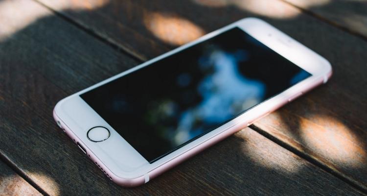 قضية هواتف آيفون القديمة تلزم آبل بدفع 500 مليون دولار