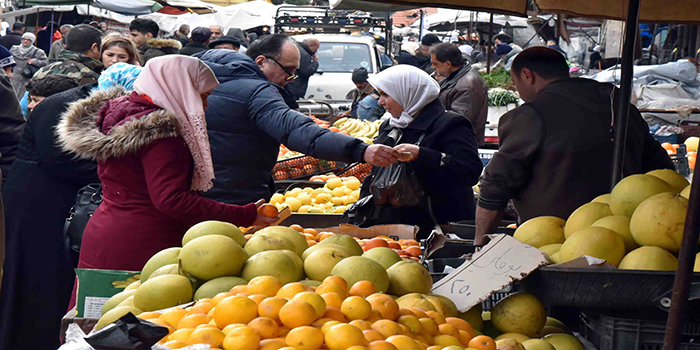 «التجارة الداخلية» تنفي إغلاق أسواق الخضار والفواكه في المحافظات