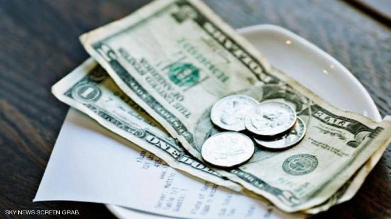 شخص يترك 10 آلاف دولار في مطعم لدعم العمال خلال أزمة كو ر ونا