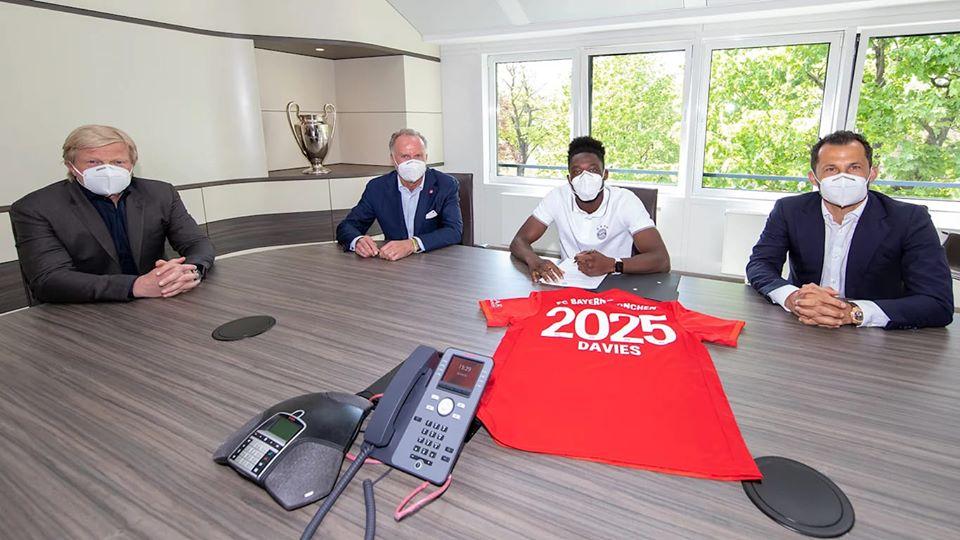 بايرن ميونخ يجدد عقد ديفيز