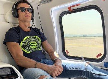"""جولة داخل طائرة """"رونالدو"""" التي أنفق عليها 25 مليون دولار"""