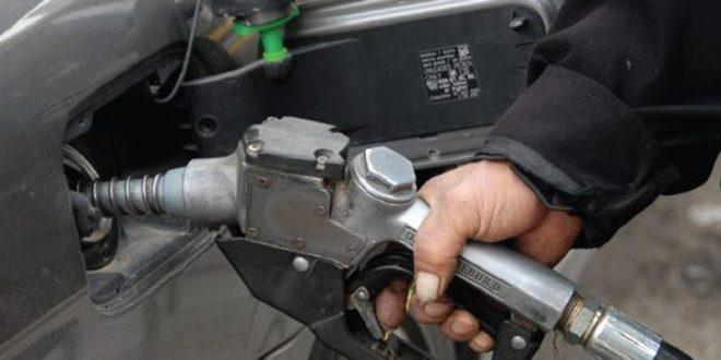 قرار حرمان شريحة من السيارات من البنزين المدعوم يثير ردود فعل مستهجنة