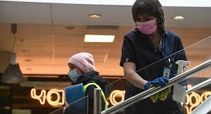 """طبيب يعلن عن """"مفاجآت"""" فيروس كو ر ونا الجديد"""