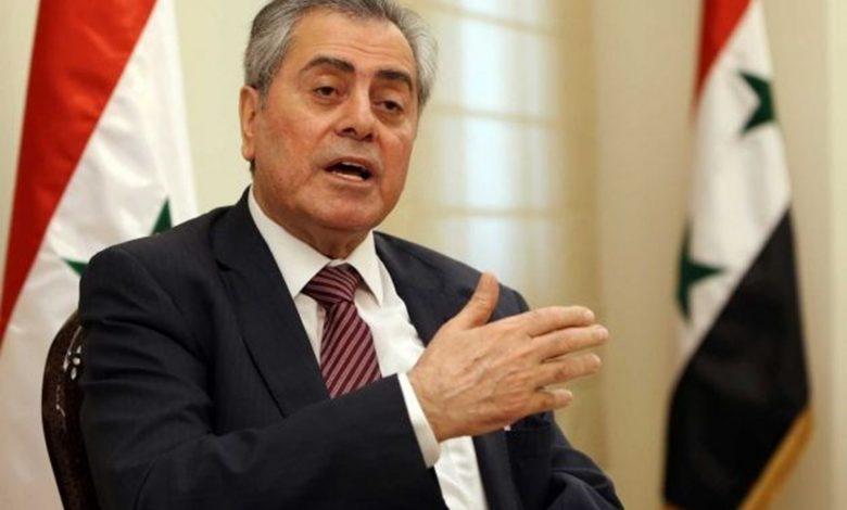 سفير سورية في لبنان يقدم مساعدات لعائلات وضحايا تفجير بيروت من السوريين
