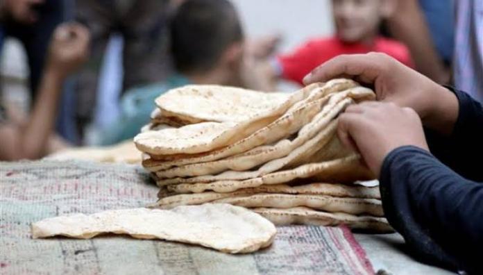 عناصر الرقابة بدمشق يضبطون عدداً من المشرفين و باعة الخبز يتاجرون بالرغيف و يبيعون الربطة بسعر تصل إلى 500ل.س