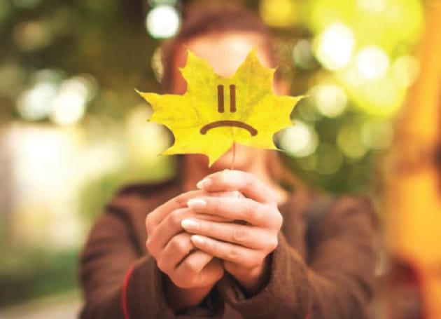 """ماذا تعرف عن """"الاكتئاب الخريفي"""" وأعراضه وتجاوزه؟"""