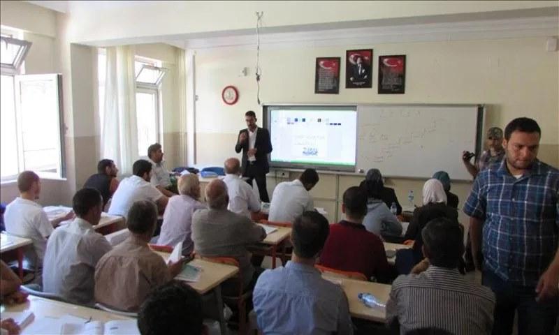 فصل أكثر من 60 معلم سوري متطوع في تركيا