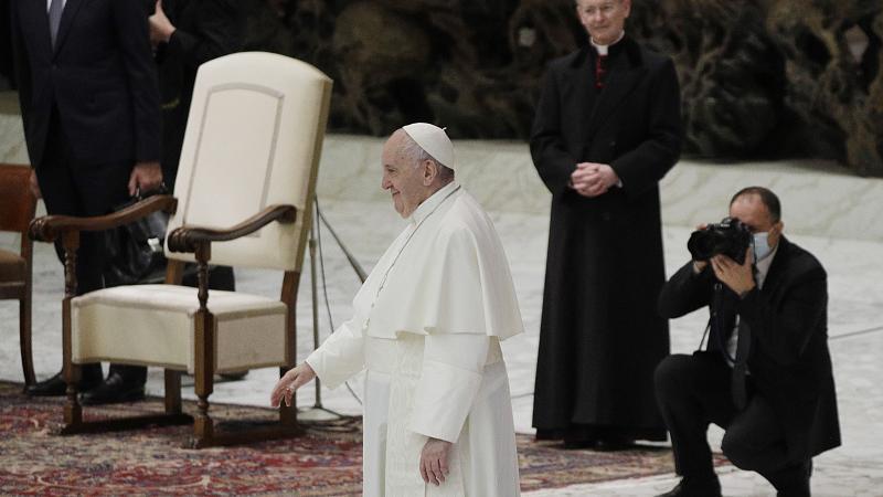 بابا الفاتيكان يؤيد حق المثليين بالارتباط المدني.. لكن ليس الزواج