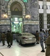 شرطة مكة تكشف تفاصيلا حول ارتطام سيارة بأحد أبواب المسجد الحرام