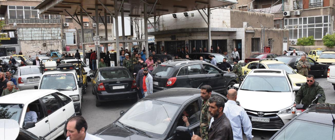هل عادت أزمة البنزين؟! من 3 إلى 6 ساعات انتظار أمام الكازيات !! ... لا تصريحات من مسؤولوا النفط بأن الأزمة إلى انتهاء!