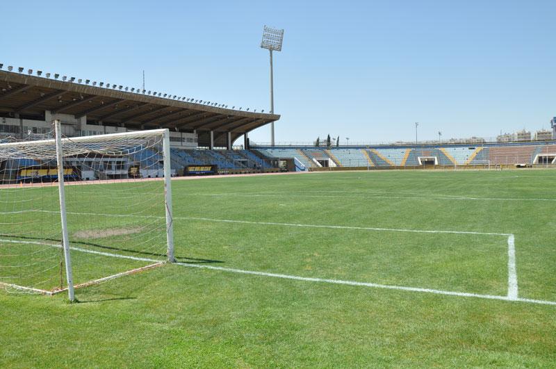 من هم المسموح بدخولهم لمتابعة مباريات كرة القدم بسوريا بعد قرار المنع الحكومي؟